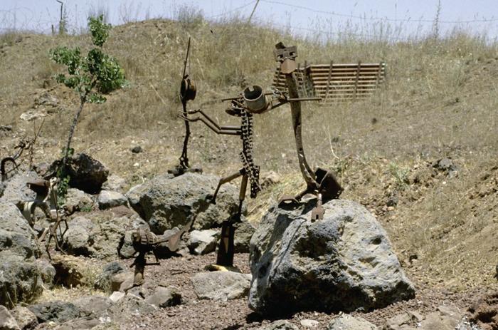 골란고원-전쟁-부서진 무기이용 조각 수정(700.jpg